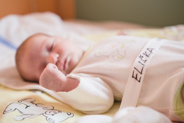 focení novorozenců v porodnici - Lucie Vaňková, fotografka Praha